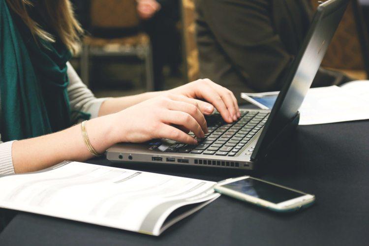 woman-typing-writing-windows (2)
